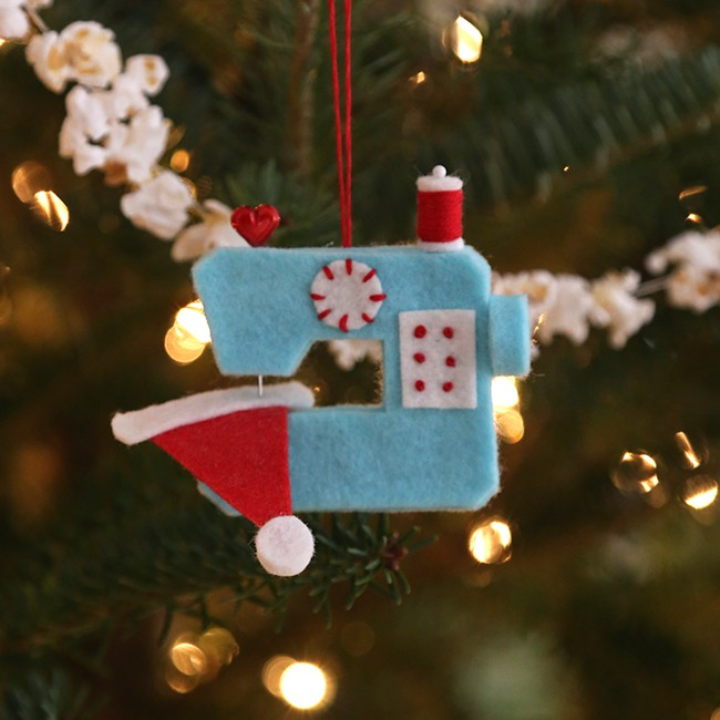 sewing machine ornament - Christmas Decorations To Make With Sewing Machine